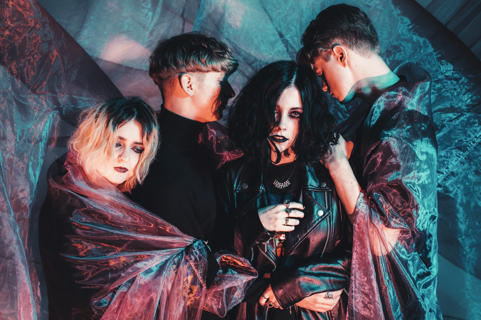 Pale Waves release 'Television Romance' video - Love Music